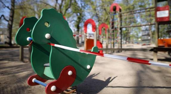 Можно ли гулять с ребенком на улице во время карантина: отвечает доктор Комаровский