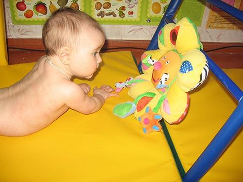 Самое необходимое в развитии ребенка первого года жизни