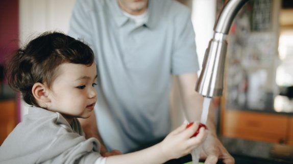 Вредит ли чистота иммунной системе ребенка? Ученые так не считают
