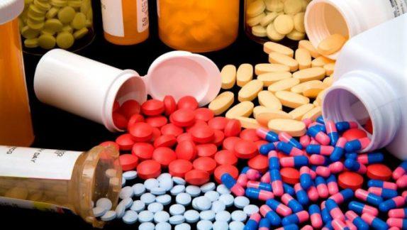 Как кормящей маме принимать лекарства – 8 правил доктора Комаровского