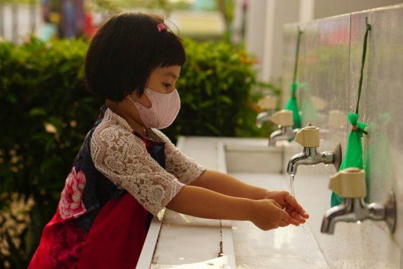 Стало известно, почему штамм «дельта» опасен для детей