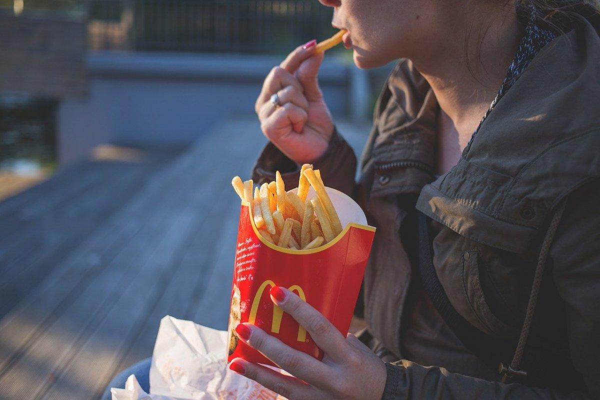 Стало известно, что калорийное питание женщины, может стать причиной ожирения ее будущего ребенка