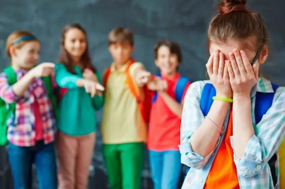 Психологи напомнили о последствиях детского буллинга