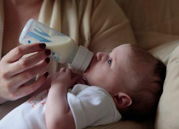 В организме младенцев обнаружили пугающее количество микропластика