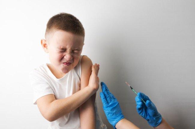 Доктор Комаровский объяснил важность прививки маленьких детей от ковид