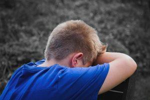 Врач рассказала, чем опасно лечить детскую головную боль